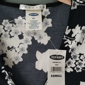 Old Navy Tops - Old Navy Floral Black & White Top, Size XSmall